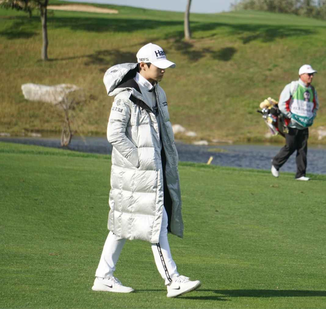 Sung Hyun Park rugged up at the 2018 KEB Hana Bank Championship | Photo - Ben Harpring